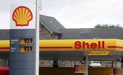 pix paul lewis; shell petrol station